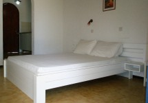 ferma_apartments_double_room_king_size_bed